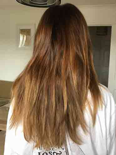 Colour stripper in brown hair