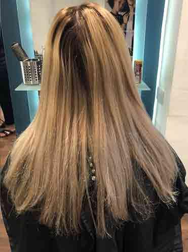 Salon woman bleach highlights
